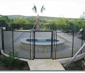 Barrières de piscine installée avec portail